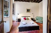 clean and fresh bedroom linens in Rome - Spanish Steps Charming Lucina luxury apartment