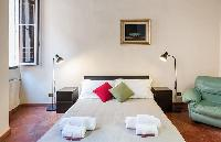 fresh and clean bedroom linens in Rome - Spanish Steps Charming Lucina luxury apartment