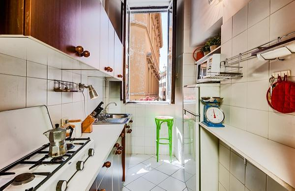 updated kitchen appliances in Rome - Spanish Steps Charming Lucina luxury apartment