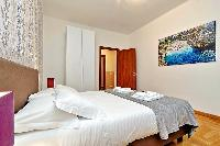 clean and fresh bedroom linens in Rome - Trastevere Dandolo luxury apartment