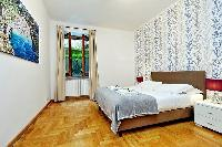 fresh and clean bedroom linens in Rome - Trastevere Dandolo luxury apartment