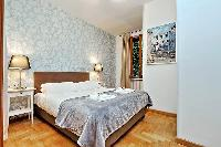 pristine bed sheets and pillows in Rome - Trastevere Dandolo luxury apartment