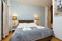 neat bedroom with en-suite bath in Rome - Trastevere Dandolo luxury apartment