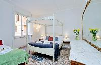 cool bedroom of Rome - Charming Dante 3BR luxury apartment