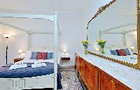 awesome four-poster bed in Rome - Charming Dante 3BR luxury apartment