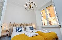 nice and neat bed sheets and pillows in Rome - Charming Dante 3BR luxury apartment