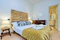 clean and fresh bedroom linens in Rome - Trevi Fo luxury apartment