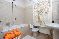clean and fresh bathroom in Rome - Trevi Fo luxury apartment