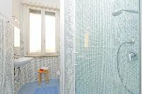 fresh and cool bathroom in Rome - Vatican Silveri Studio luxury apartment