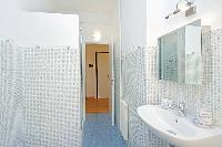 cool and fresh bathroom in Rome - Vatican Silveri Studio luxury apartment