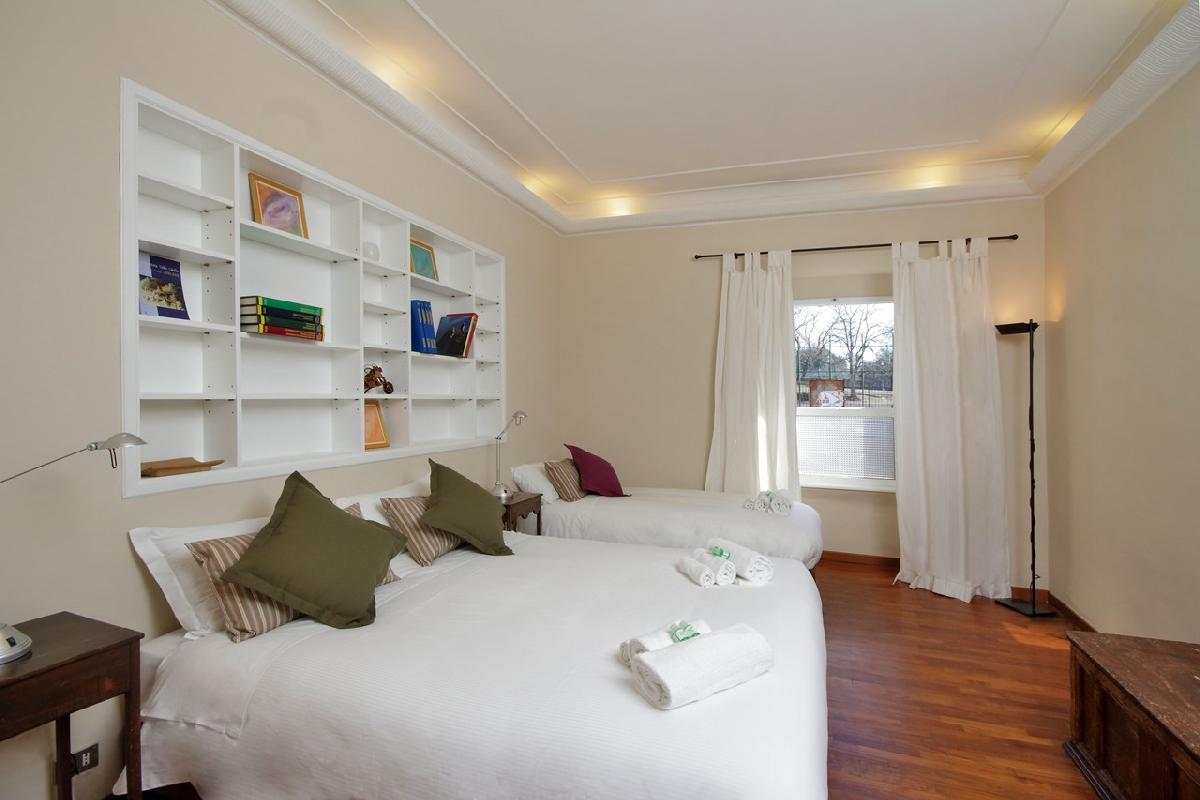 neat Rome - Colosseum 2BR luxury apartment and holiday home