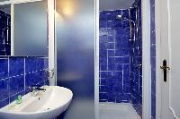 clean and fresh bathroom in Rome - Colosseum 2BR luxury apartment