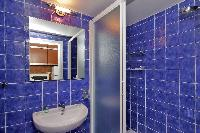 fresh and clean bathroom in Rome - Colosseum 2BR luxury apartment
