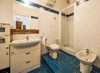 clean bathroom of Rome - Vatican Terrace 1BR luxury apartment