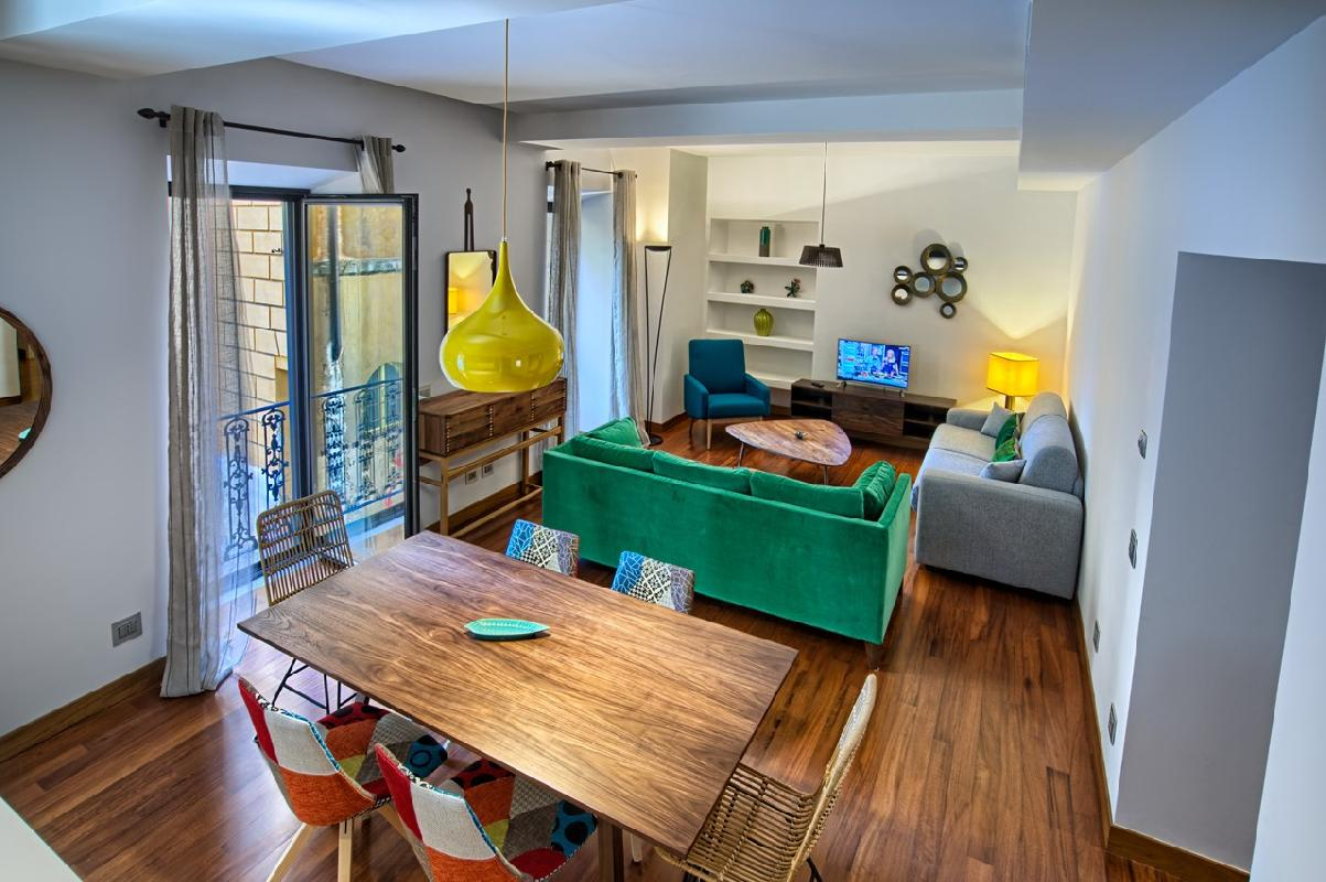 awesome Rome - Charming Urbana Colosseum luxury apartment and holiday home