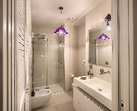 refreshing shower in Rome - Charming Urbana Colosseum luxury apartment
