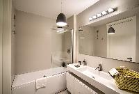 awesome bathroom with tub in Rome - Charming Urbana Colosseum luxury apartment