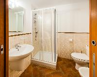 clean and fresh bathroom in Rome - Luxury Navona Terrace 2BR luxury apartment