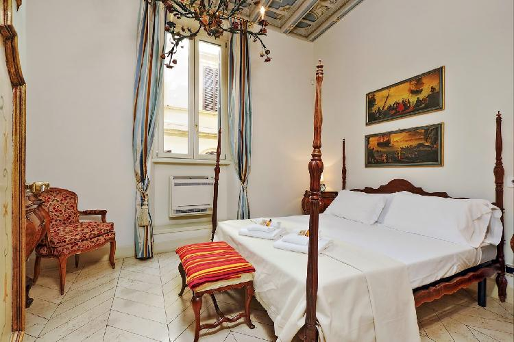 charming Rome - Boccaccio Trevi Fountain 2BR luxury apartment and vacation rental