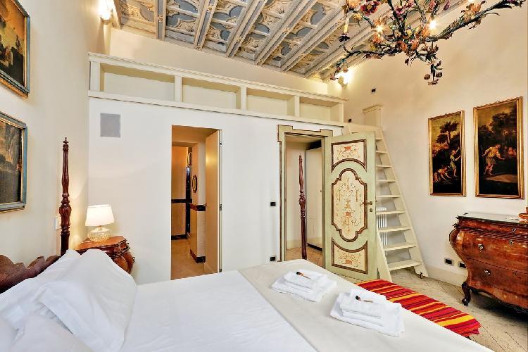grandiose ceiling of Rome - Boccaccio Trevi Fountain 2BR luxury apartment