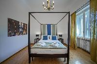 awesome four-poster bed in Rome - Popolo Villa Borghese View luxury apartment