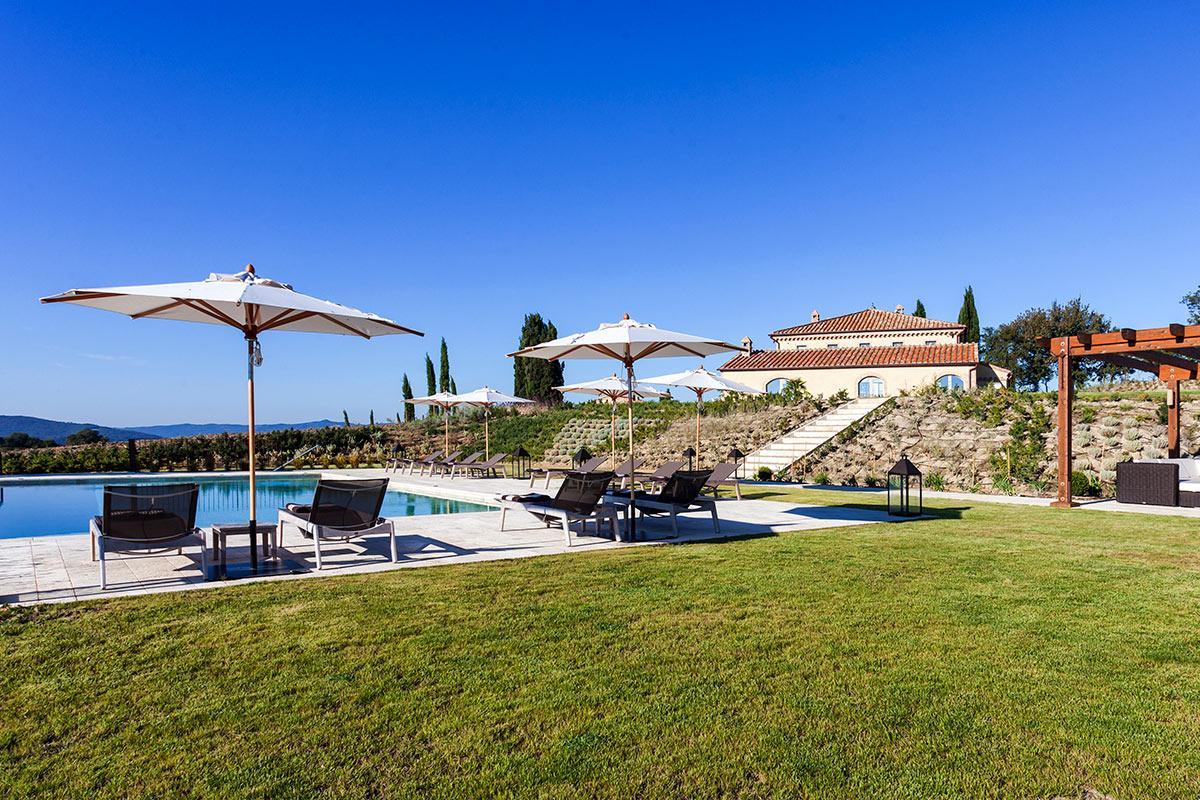 awesome lawn and garden of Tuscany - Villa San Luigi luxury apartment