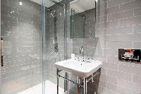 fresh and clean toilet and bath in London Hanbury Street 2BR luxury apartment