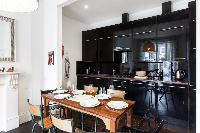 delightful dining area in London Stylish Camden 2 BR luxury apartment