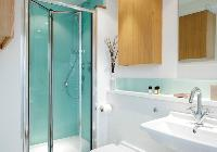 spic-n-span bathroom of London Doughty 1 Bedroom luxury apartment
