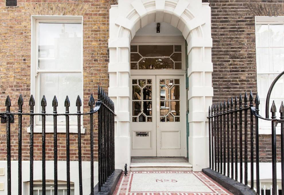 charming exterior of London Doughty 1 Bedroom luxury apartment
