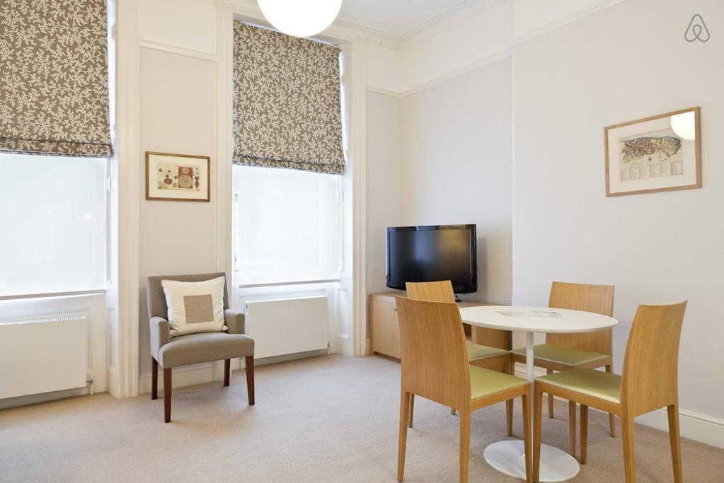 nice dining area of London Doughty 1 Bedroom luxury apartment