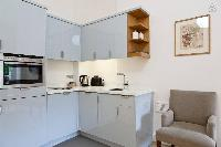modern kitchen with late-model appliances in London Doughty 2 Bedroom luxury apartment