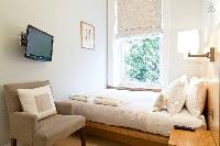 lovely living-room furnishings in London Doughty 2 Bedroom luxury apartment