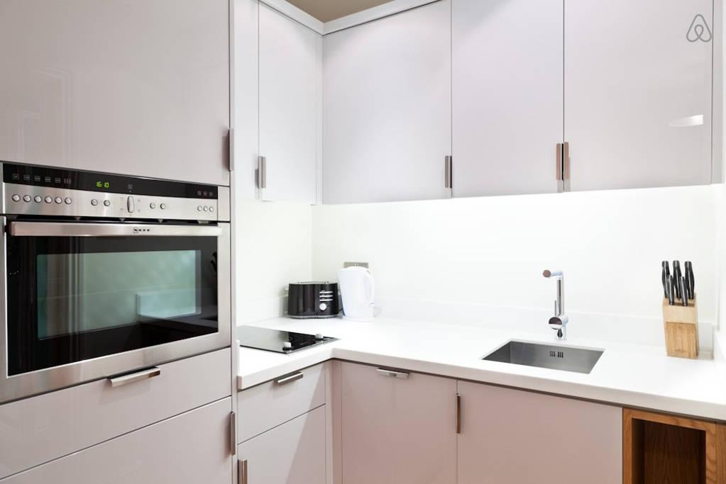 awesome kitchen with modern appliances in London Doughty Double Studio luxury apartment and vacation