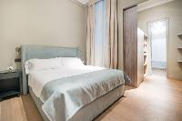 clean and crisp bedroom linens in Barcelona - Luxury Cornelia luxury apartment
