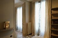 generous windows of Barcelona - Luxury Cornelia luxury apartment