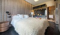 pristine pillows and bed sheets in Barcelona - Luxury Iggy luxury apartment