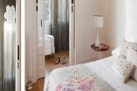 crisp and clean bedroom linens in Barcelona - Elegant Julieta luxury apartment