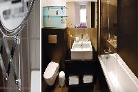 cool bathroom with tub in Barcelona - Elegant Julieta luxury apartment