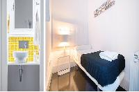 fresh and clean bed sheets in Barcelona - Elegant Julieta luxury apartment