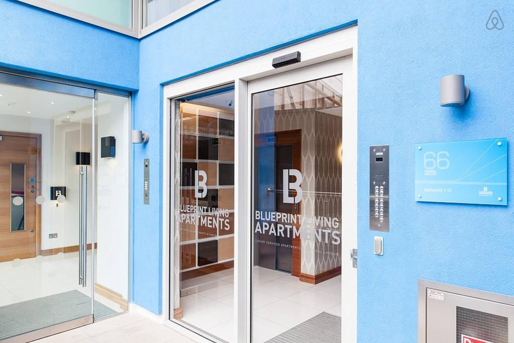nice building entrance of London Farringdon luxury apartment