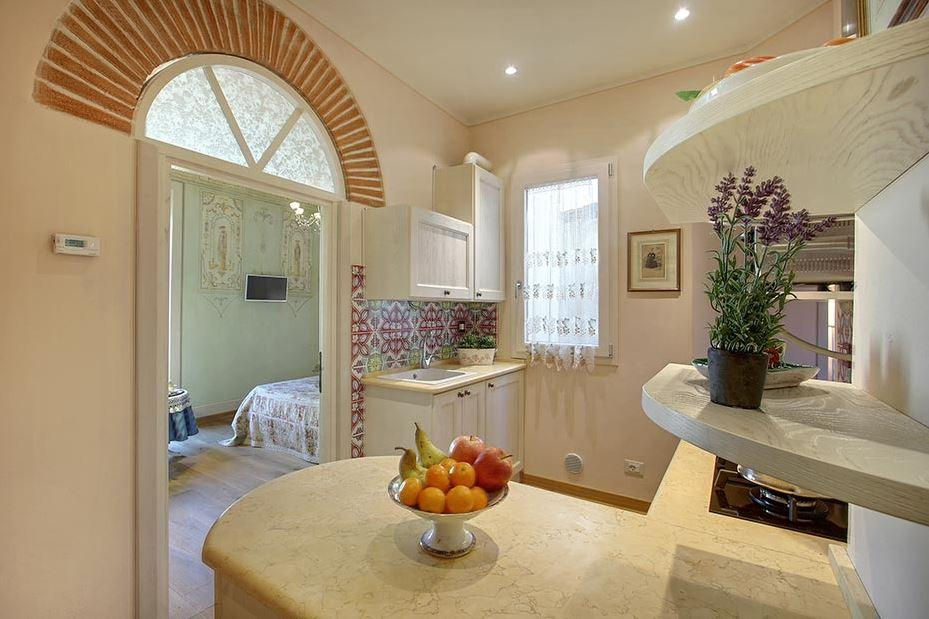 nice kitchen of Tuscany - Florence Cupido 1BR luxury apartment