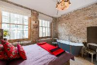 spacious bedroom of London Framery Loft luxury apartment