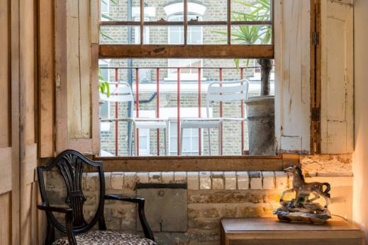 awesome parlor window of London Framery Loft luxury apartment