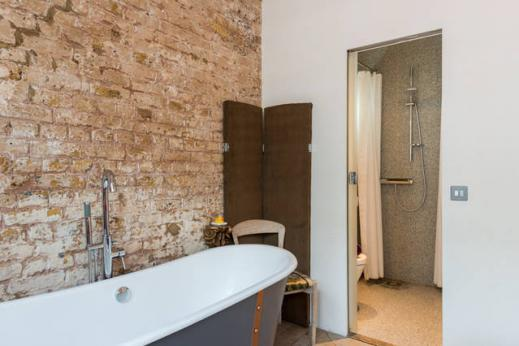 awesome bathroom with tub in London Framery Loft luxury apartment