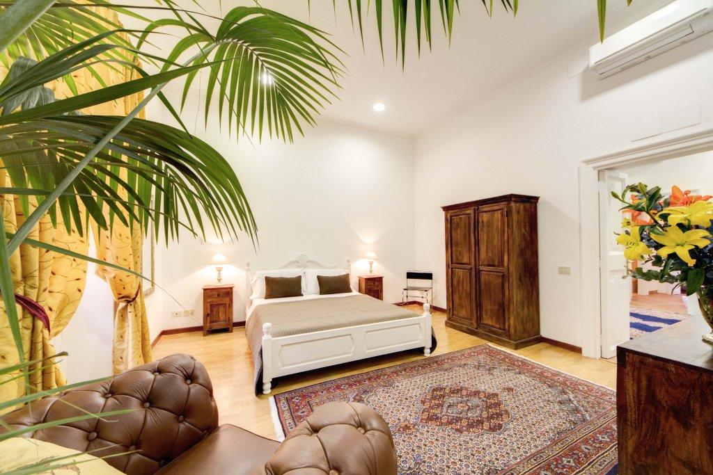 delightful living room of Rome - Via della Croce I luxury apartment