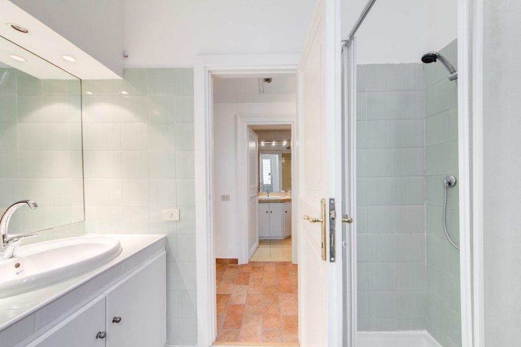 clean and fresh bathroom in Rome - Via della Croce I luxury apartment