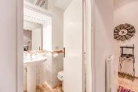 fresh and clean bathroom in Rome - Via della Croce III luxury apartment