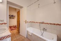 relaxing bathtub in Rome - Via della Croce III luxury apartment