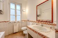 neat and clean toilet and bath in Rome - Via della Croce III luxury apartment